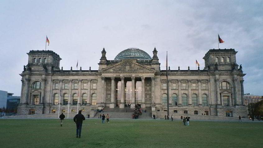 Deutscher Reichstag - free photo from morguefile.com