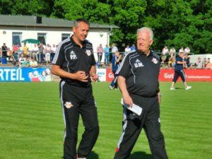 Peter Pacult (links) beim Testspiel bei Askania Bernburg - Mit freundlicher Genehmigung (C) Bulls-Club.de