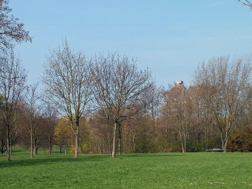 Der Park an der Etzoldschen Sandgrube in Leipzig-Probstheida - von Geisler Martin (Eigenes Werk) [GFDL oder CC-BY-SA-3.0-2.5-2.0-1.0], via Wikimedia Commons