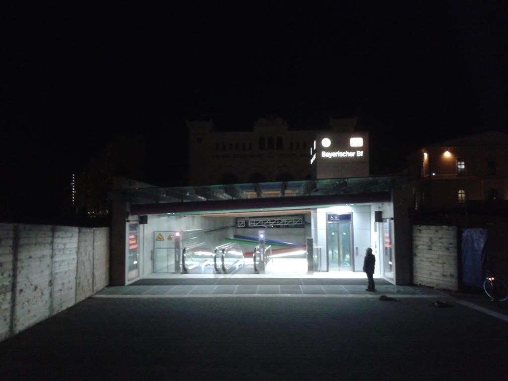 """Leipzig Bayerischer Bahnhof - Eingang """"Bayerischer Platz"""" - (C) Henning Uhle"""