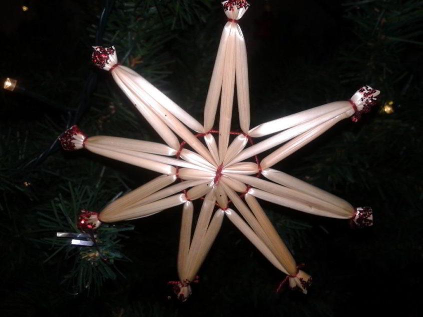 Ein Strohstern zu Weihnachten - (C) Henning Uhle