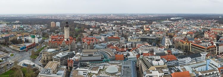 Panoramablick über Leipzig Richtung Westen vom Cityhochaus - By Tuxyso (Own work) [CC-BY-SA-3.0], via Wikimedia Commons
