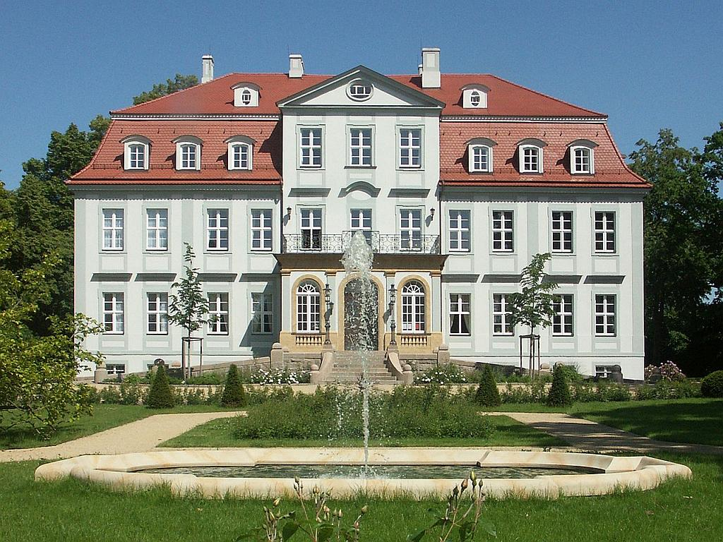 Schloss Güldengossa - Martin Geisler at the German language Wikipedia [GFDL (http://www.gnu.org/copyleft/fdl.html) or CC-BY-SA-3.0 (http://creativecommons.org/licenses/by-sa/3.0/)], via Wikimedia Commons