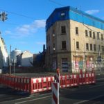 Leipzig: Straßenbahn umfährt Abrisshaus