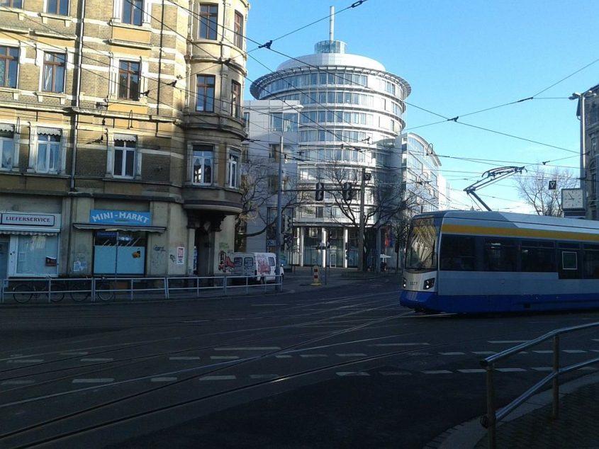 Straßenbahn der Linie 7 am Torgauer Platz - Henning Uhle