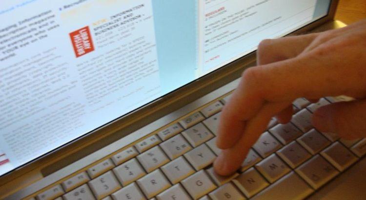 Eine Webseite besuchen - free picture by mantasmagorical via morguefile.com