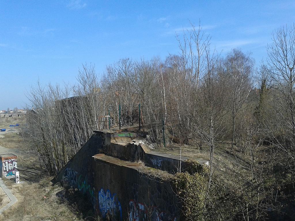 """Ruine von """"Leipzig-Schwartzestraße"""", bestehend aus Resten der Gleisanlagen - Henning Uhle"""