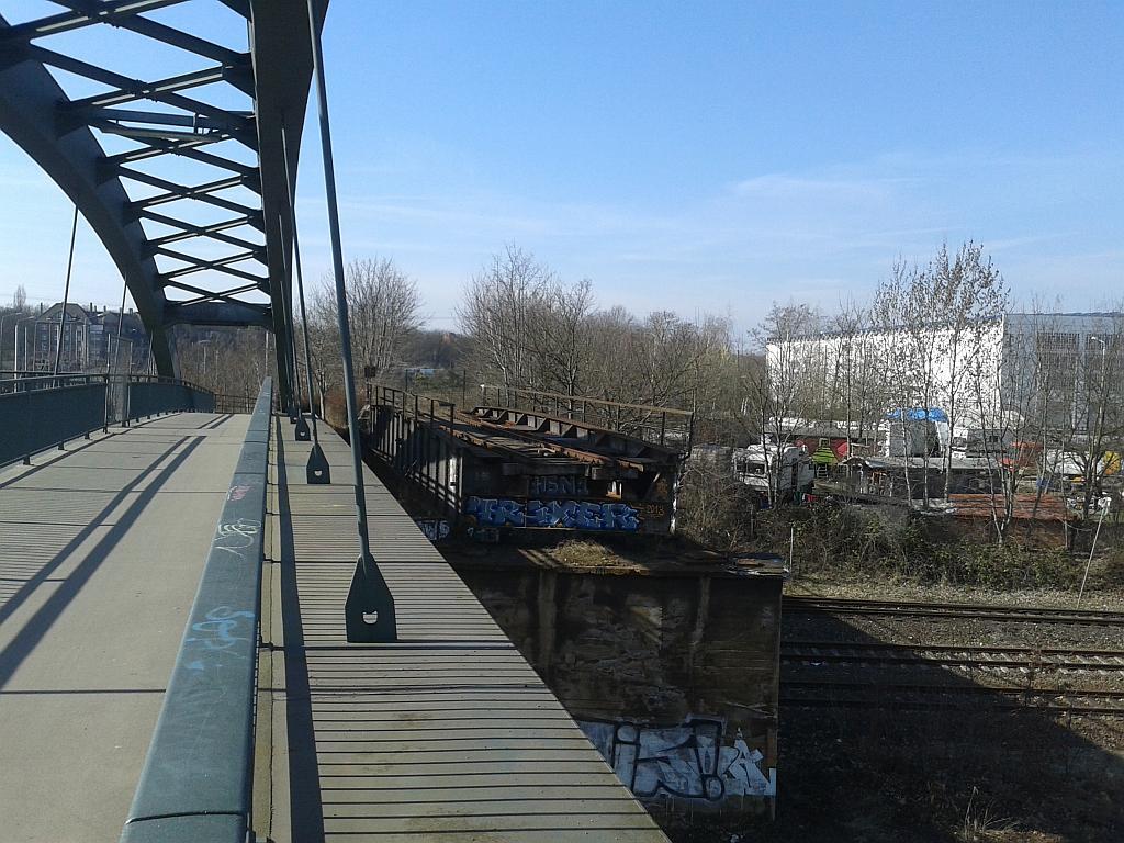 Reste der Brücke über die Plagwitzer Gleisanlagen an der Schwartzestraße - Henning Uhle