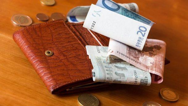 Portemonnaie mit Geld - free picture by FidlerJan via morguefile.com