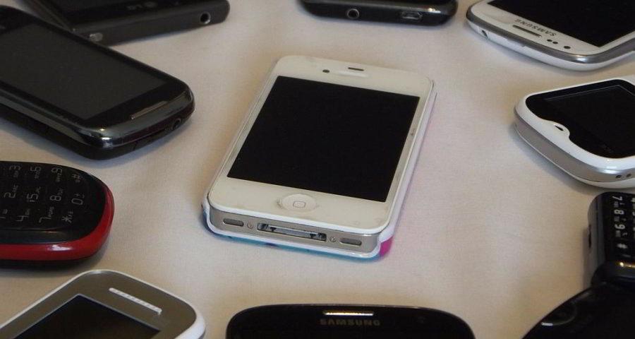 Smartphones - (C) saulhm via Pixabay