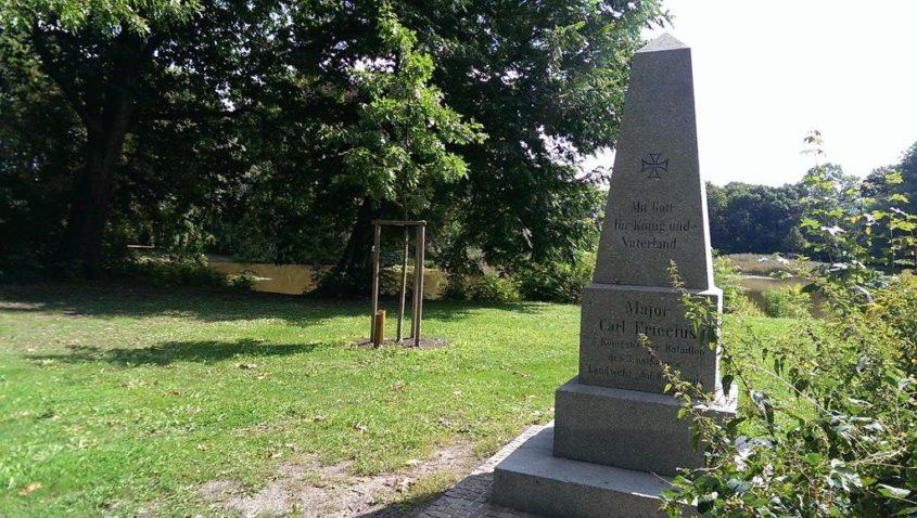Der Apelstein am Stünzer Teich zum Gedenken an Major Carl Fricccius aus der Zeit der Völkerschlacht - Henning Uhle