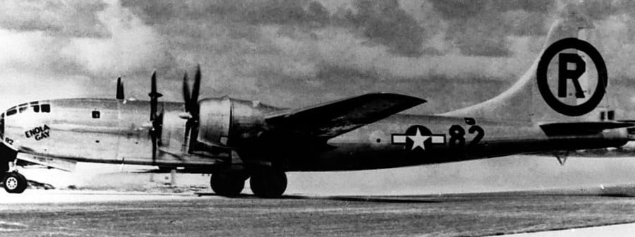 "Der B29-Bomber ""Enola Gay"" - By Veinsworld at de.wikipedia (Original text : US Air Force) [Public domain], from Wikimedia Commons"