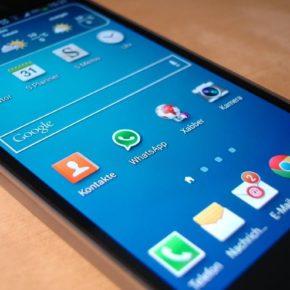Eintypisches Samsung-Smartphone - (C) Simon via Pixabay - Lizenz: CC0