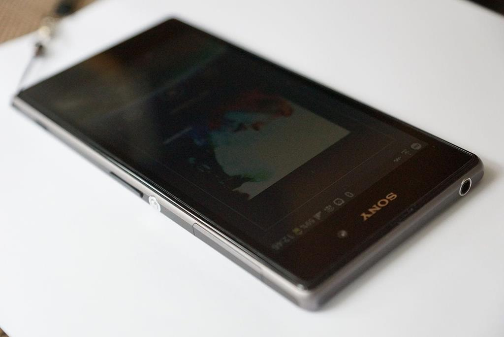 Sony XPeria Z1 in Schwarz - By ulfb (Own work) [CC-BY-SA-3.0 (http://creativecommons.org/licenses/by-sa/3.0) or GFDL (http://www.gnu.org/copyleft/fdl.html)], via Wikimedia Commons