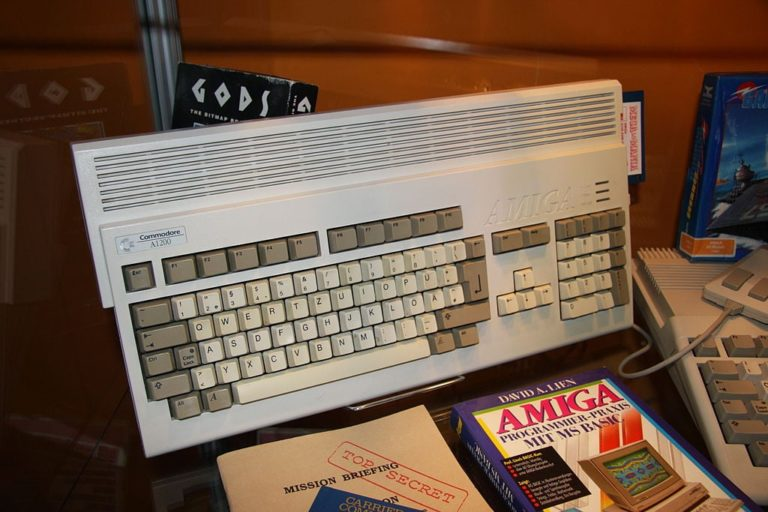 Ein Amiga 1200 von Commodore ausgestellt auf der gamescom 2009 - By D-Kuru (Own work) [CC-BY-SA-3.0-at (http://creativecommons.org/licenses/by-sa/3.0/at/deed.en)], via Wikimedia Commons