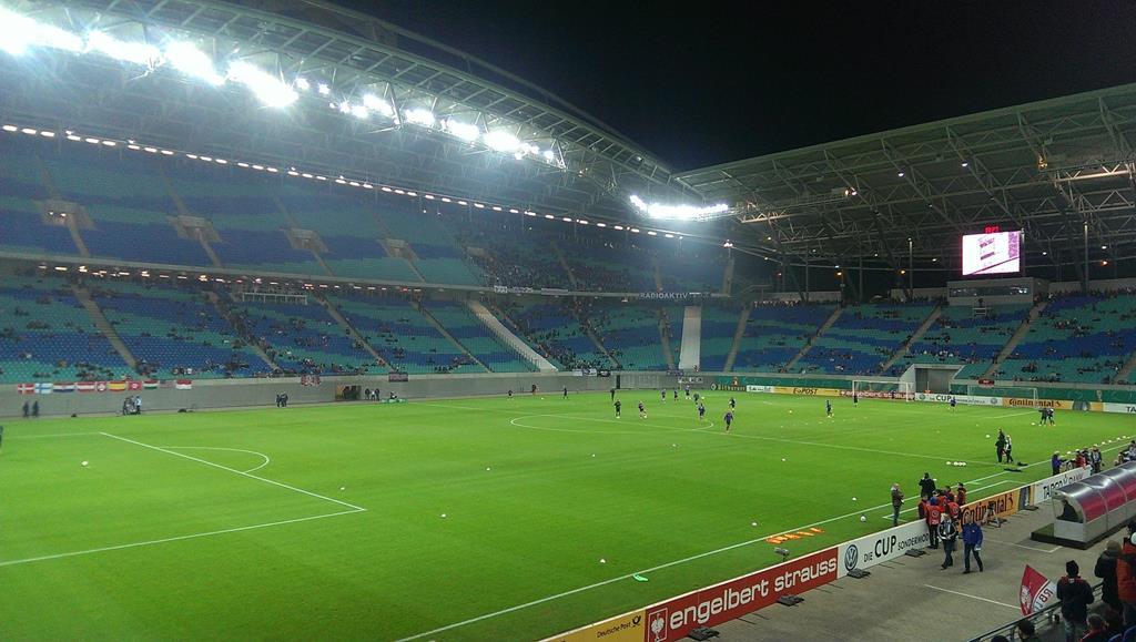 Blick ins Stadion etwa eine Stunde vor Beginn - Henning Uhle