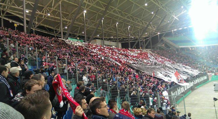 Gefüllter Fanblock in der Red Bull Arena - Henning Uhle