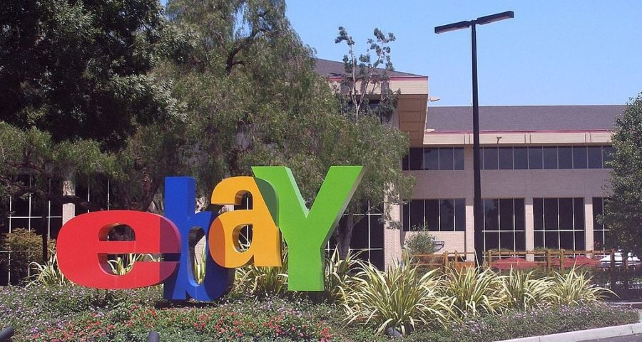 Das eBay-Hauptquartier in San José - By Coolcaesar at en.wikipedia [GFDL (http://www.gnu.org/copyleft/fdl.html) or CC-BY-SA-3.0 (http://creativecommons.org/licenses/by-sa/3.0/)], from Wikimedia Commons
