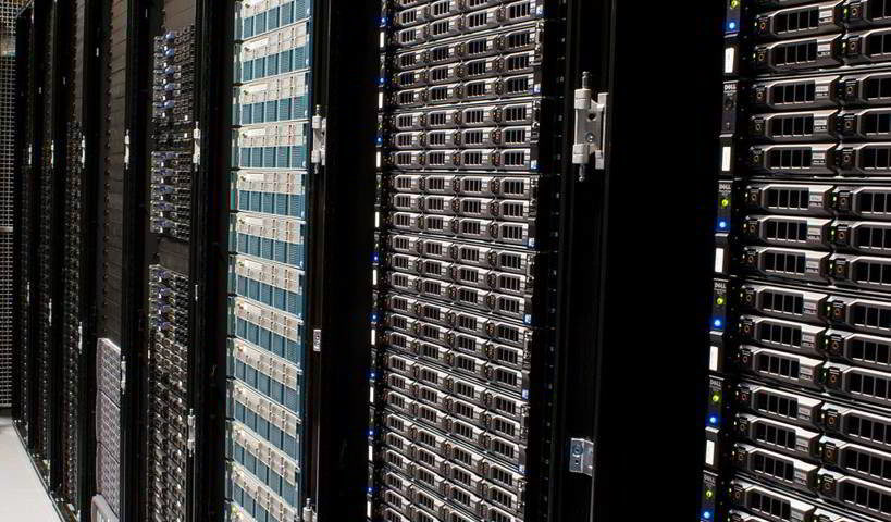 Die Server der Wikimedia Foundation - By Victorgrigas (Own work) [CC BY-SA 3.0 (http://creativecommons.org/licenses/by-sa/3.0)], via Wikimedia Commons