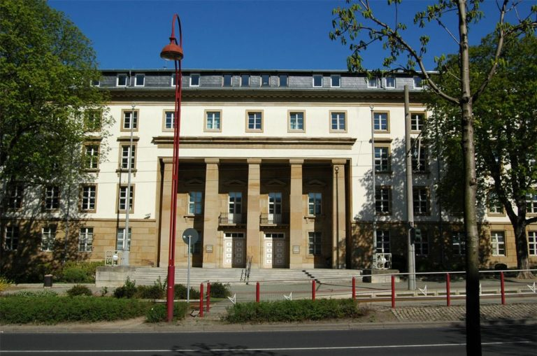 Thüringer Landtag in Erfurt - By TomKidd (Own work) [GFDL (http://www.gnu.org/copyleft/fdl.html) or CC-BY-SA-3.0 (http://creativecommons.org/licenses/by-sa/3.0/)], via Wikimedia Commons