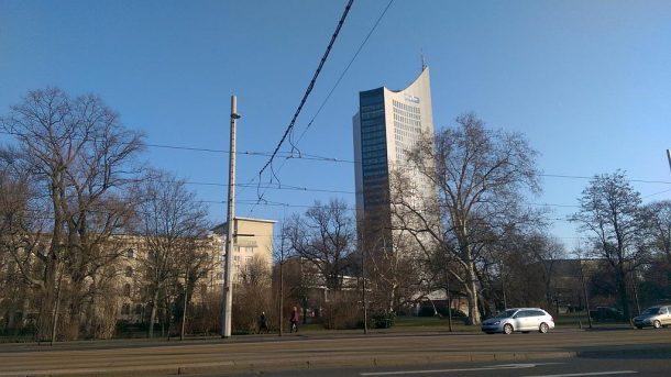 Wilhelm-Leuschner-Platz mit Blick in Richtung Uniriesen in Leipzig