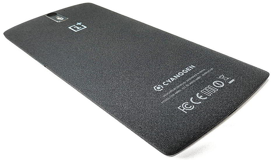 Rückseite des OnePlus One - By Justin Ormont (Own work) [CC BY 4.0 (http://creativecommons.org/licenses/by/4.0)], via Wikimedia Commons
