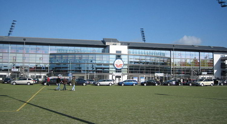 Ostseestadion - mit VIP-Eingang - By Christopher Voitus (Own work) [GFDL (http://www.gnu.org/copyleft/fdl.html) or CC-BY-SA-3.0 (http://creativecommons.org/licenses/by-sa/3.0/)], via Wikimedia Commons