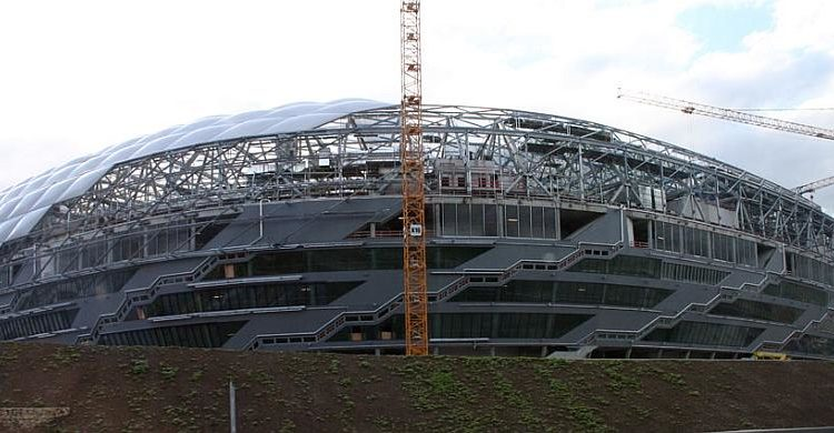 Baustelle Allianz-Arena, München - Lizenziert unter CC BY-SA 3.0 über Wikimedia Commons - http://commons.wikimedia.org/wiki/File:Allianzarena_bau.jpg#/media/File:Allianzarena_bau.jpg