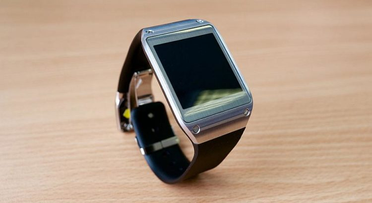 Samsung Galaxy Gear - By Kārlis Dambrāns (Flickr: Samsung Galaxy Gear smartwatch) [CC BY 2.0 (http://creativecommons.org/licenses/by/2.0)], via Wikimedia Commons