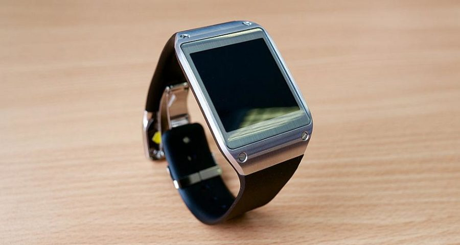 Samsung Galaxy Gear - By K?rlis Dambr?ns (Flickr: Samsung Galaxy Gear smartwatch) [CC BY 2.0 (http://creativecommons.org/licenses/by/2.0)], via Wikimedia Commons