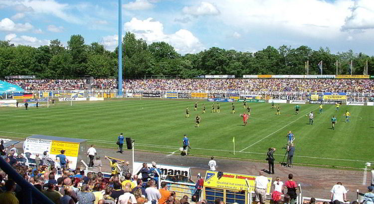 Bruno-Plache-Stadion 2007 - Matthias Lipka [CC BY 2.0 de (http://creativecommons.org/licenses/by/2.0/de/deed.en)], via Wikimedia Commons