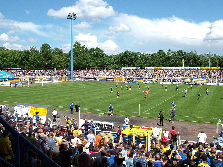 Bruno-Plache-Stadion 2007 - Matthias Lipka [CC BY 2.0 de (http://creativecommons.org/licenses/by/2.0/de/deed.en)], via Wikimedia Commons