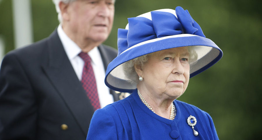 Queen Elizabeth II - von THOR (God Save The Queen) [CC BY 2.0 (http://creativecommons.org/licenses/by/2.0)], via Wikimedia Commons