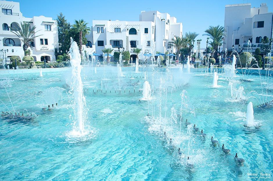 Pool-Anlage in einem Hotel in Sousse, Tunesien - (C) vk_photo CC0 via Pixabay.de