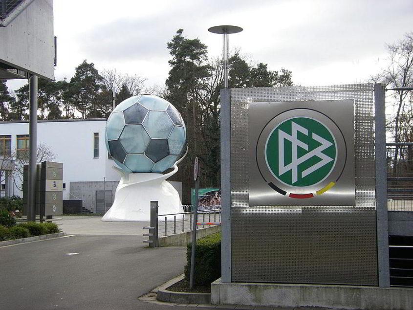 DFB-Zentrale in Frankfurt (Main) Niederrad - By Chivista 18:44, 25. Dez. 2008 (CET) (Own work) [Public domain], via Wikimedia Commons