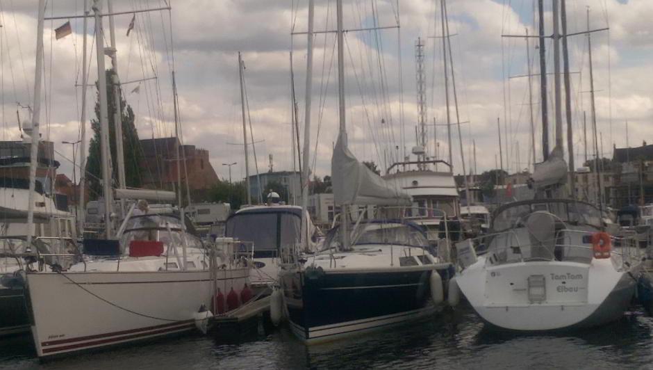 Der Yachthafen im Hafengelände