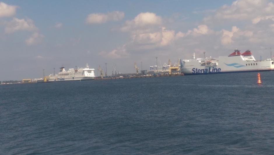 Fähren verlassen den Hafen Rostock