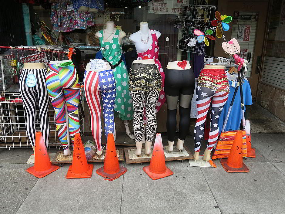 Leggings - By Gary Stevens (Ifs, Ands and Butts in the Richmond) [CC BY 2.0 (http://creativecommons.org/licenses/by/2.0)], via Wikimedia Commons