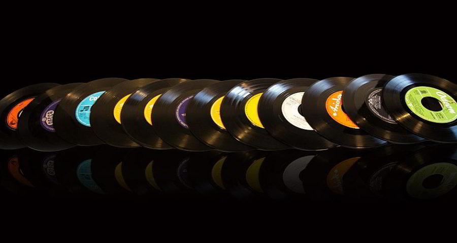 Schallplatten - (C) artemtation CC0 via Pixabay.de