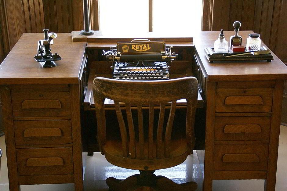 Eine Schreibmaschine - (C) mikilnarayani CC0 via Pixabay.de