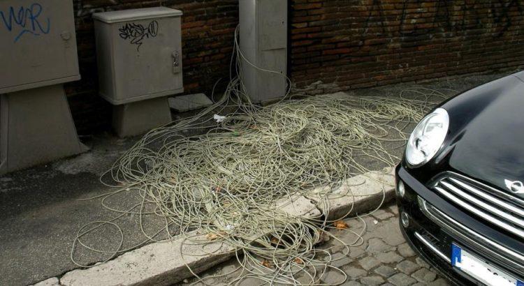 Telekom-Kabelsalat - (C) heiteu CC0 via Pixabay.de