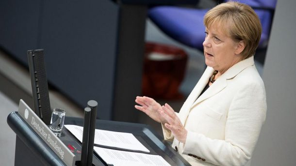 Angela Merkel im Deutschen Bundestag im Jahr 2014 - By Tobias Koch (OTRS) [CC BY-SA 3.0 de (http://creativecommons.org/licenses/by-sa/3.0/de/deed.en)], via Wikimedia Commons