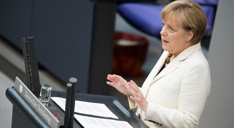 Angela Merkel im Deutschen Bundestag im Jahr 2014 - By Tobias Koch (OTRS) [CC BY-SA 3.0 de (http://creativecommons.org/licenses/by-sa/3.0/de/deed.en)], via Wikimedia Commons