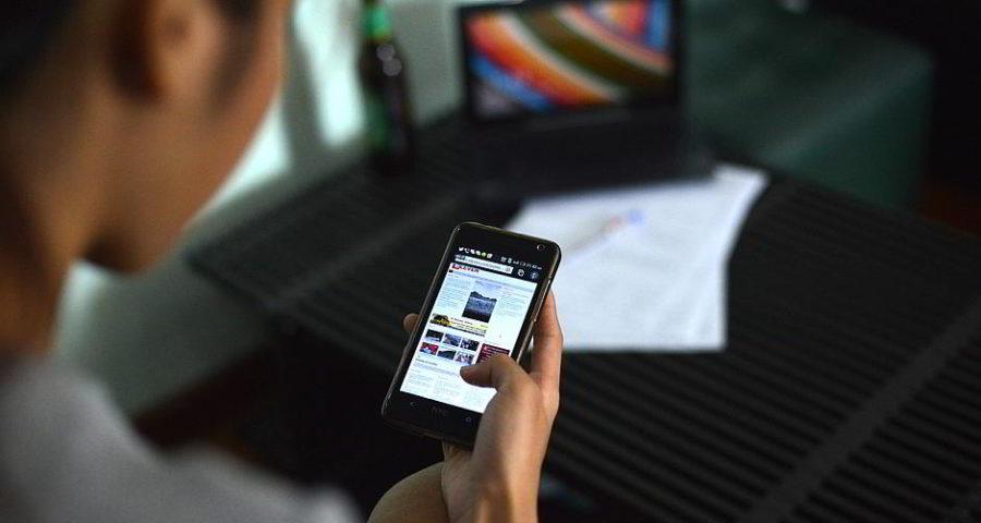 Smombie mit Smartphone - (C) mattysimpson CC0 via Pixabay.de