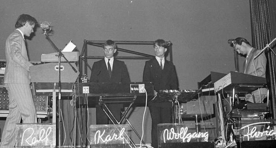 Kraftwerk bei einem Konzert in Zürich im Jahr 1976 - By Ueli Frey [CC BY-SA 3.0 (http://creativecommons.org/licenses/by-sa/3.0)], via Wikimedia Commons