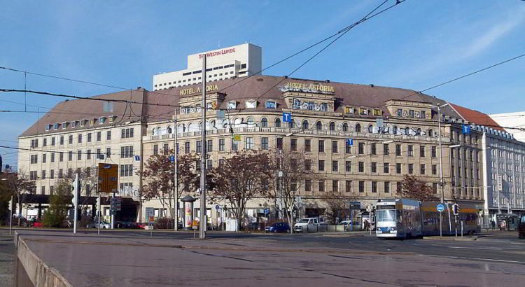 Das Hotel Astoria in Leipzig - von Dr. Bernd Gross (Eigenes Werk) [CC BY-SA 3.0 (http://creativecommons.org/licenses/by-sa/3.0)], via Wikimedia Commons