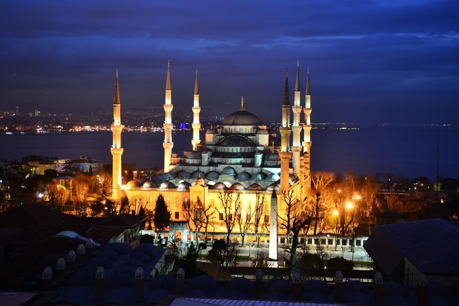 Istanbul, Blaue Moschee - (C) vedatzorluer CC0 via Pixabay.de