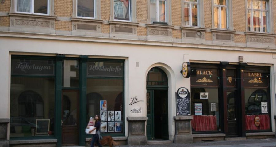 Trikotagen Kleiderstoffe und Black Label in der Wolfgang-Heinze-Straße in Leipzig-Connewitz - (C) By Niels Heidenreich [CC BY-SA 2.0 (https://creativecommons.org/licenses/by-sa/2.0/)], via https://www.flickr.com/photos/schoschie/3977292406