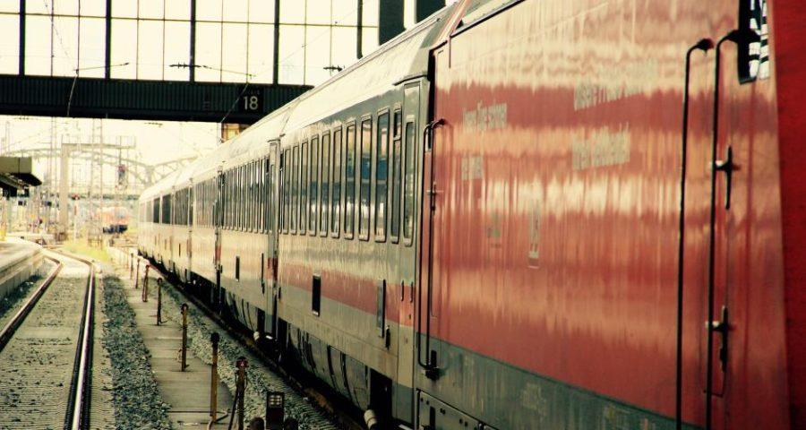 Ein Zug der Deutschen Bahn - (C) motointermedia CC0 via Pixabay.de