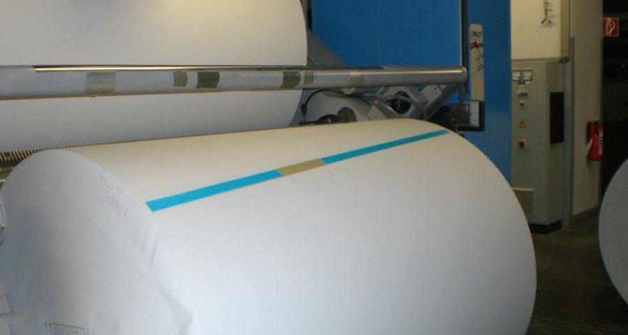 Eine Papierrolle in einem Druckhaus - (C) 151390 CC0 via Pixabay.de